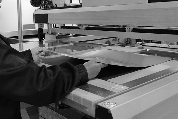 Werkstudenten aus den Bereichen Maschinenbau, Kunststofftechnik, Materialwissenschaften und Werkstofftechnik